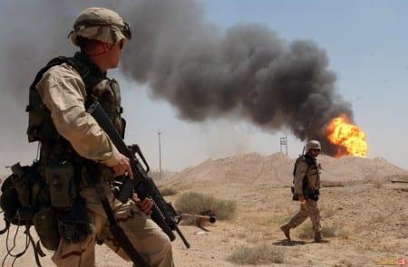Amerikanska soldater i Rumaylah, södra Irak, under invasionen 2003. Foto: Wikimedia/Arlo K. Abrahamson