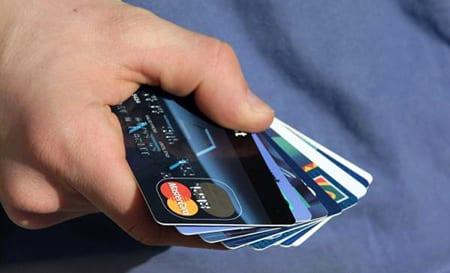Stämmer bank efter att ha ändrat villkor