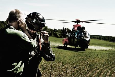 Polisen får helikopterstöd av Försvaret