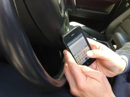 Skärpta regler för mobilanvändning i trafik