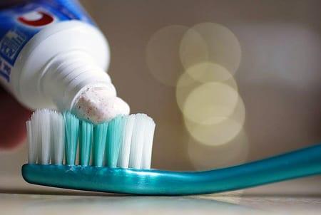 Fluor finns bland annat i tandkräm. Foto: Thegreenj/CC-BY-SA-3.0