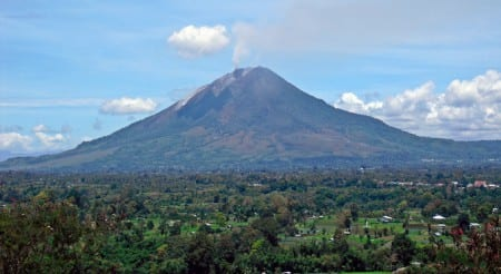 Vulkanutbrott i Indonesien – flera döda
