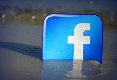 Facebook ger efter för Apples IOS-krav