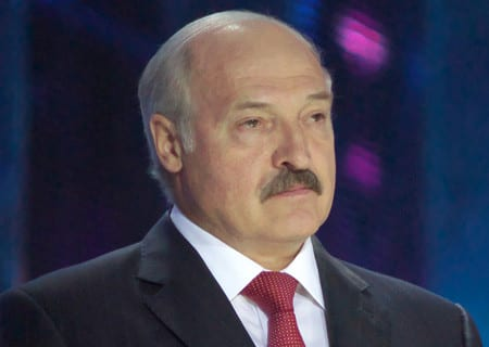 Överlägsen valseger för Lukasjenko