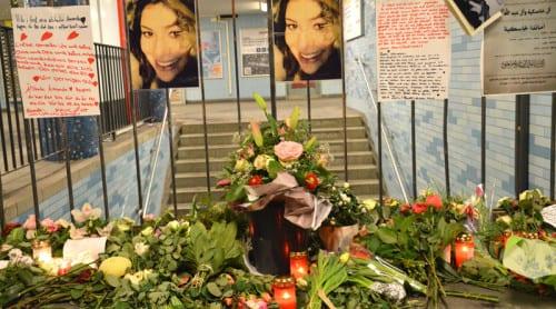 Sorg på Ernst-Reuter-Platz efter Amandas död