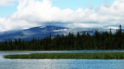 Vy över bergskedja på Kolahalvön, Ryssland där den den hotade kildinsamiskan talas. Foto: kolsky2/CC BY-NC-ND 2.0
