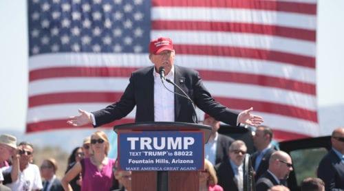 Trump sparkar sin kampanjledare
