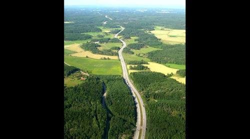 Världens första elväg byggs i Sverige
