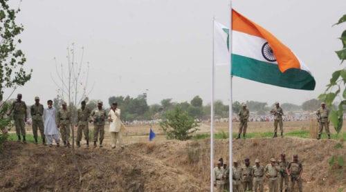 Oroligt mellan Indien och Pakistan – massevakueringar av indiska bönder