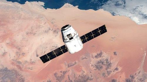 SpaceX tar världens första turister till månen 2018