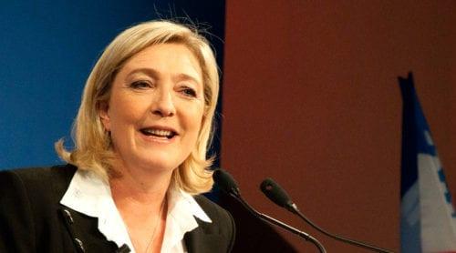 Marine Le Pen leder slutspurten – följ valet Live