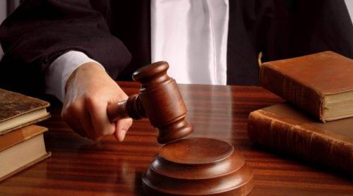 Åklagare aktiv inom V hotar väcka åtal mot politiska motståndare