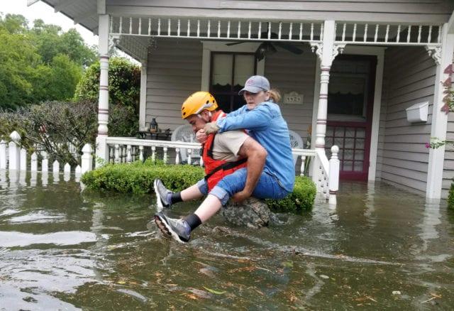 Stormen Harvey väntas fortsätta
