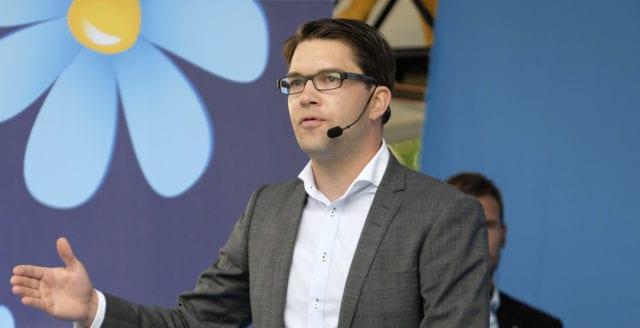 Jimmie Åkesson vill att Socialdemokraterna dumpar Miljöpartiet