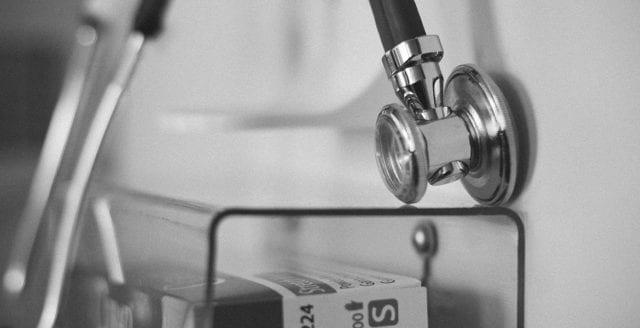 Jobbade som läkare – utan legitimation