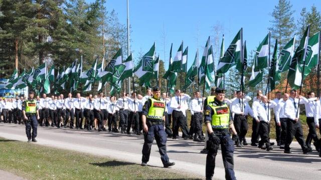 Polisen: Kan vara förbjudet att marschera i takt
