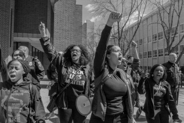 Undersökning: Var femte student stödjer våldsanvändning för att förhindra yttrandefrihet