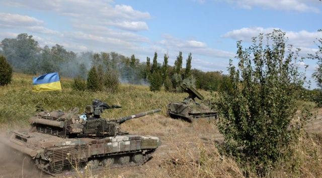 Kiev skickar nytt artilleri till frontlinjen i Donbass