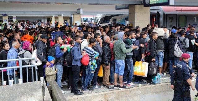 Trots coronapandemin: Massmigrationen fortsätter till Sverige