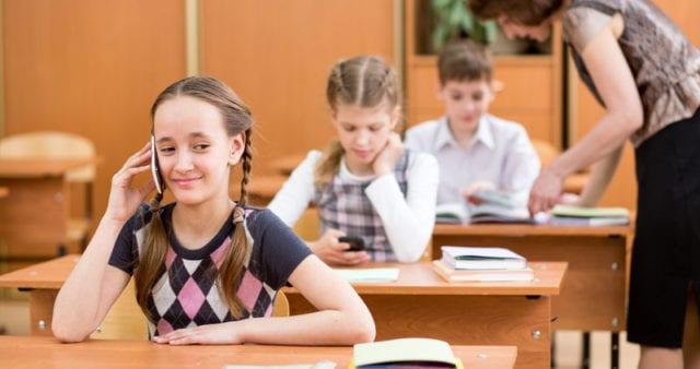Frankrike förbjuder mobiler i skolan