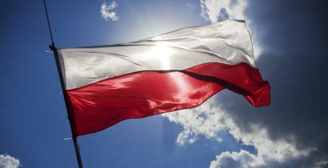 Polen får historisk varning av EU