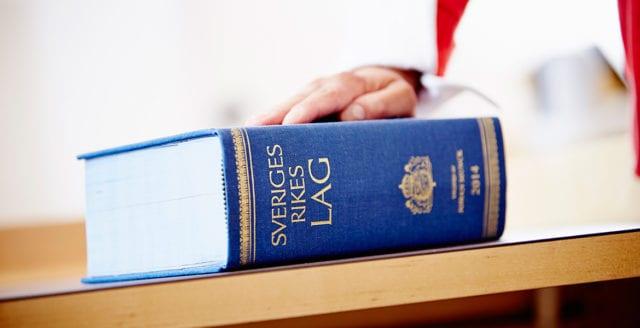 Svensk polisman och hans thailändska fru åtalas för grovt koppleri
