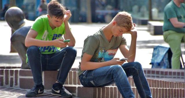 Sociala medier påverkar ungdomars självkänsla negativt