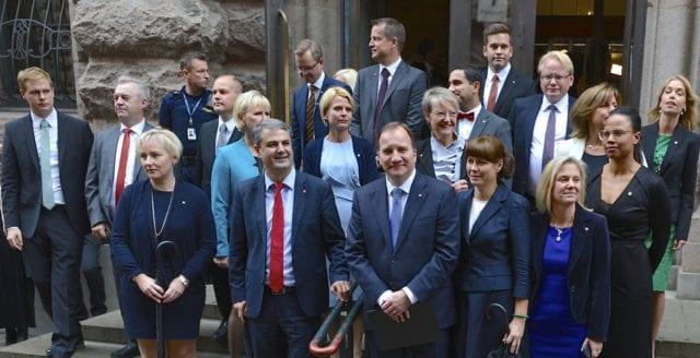 Regeringens vändning – ska åka ner till Ryssland för att heja på Sverige