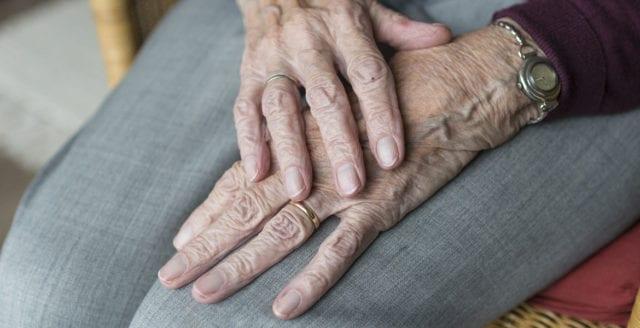 85-åring misshandlad i sitt hem av inbrottstjuvar