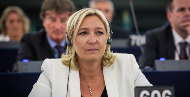 """Marine Le Pen åtalas – riskerar fängelse för att ha delat """"IS-filmer"""""""