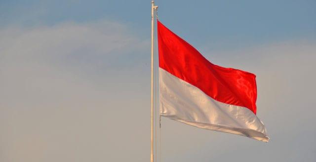 Tre kyrkor utsatta för terrorattentat i Indonesien