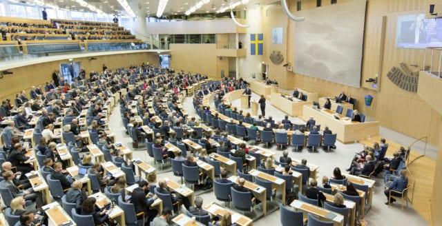 Riksdagen förbjuder samröre med terrorgrupper