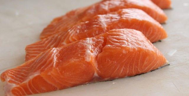 Norska forskare: odlad lax är giftig