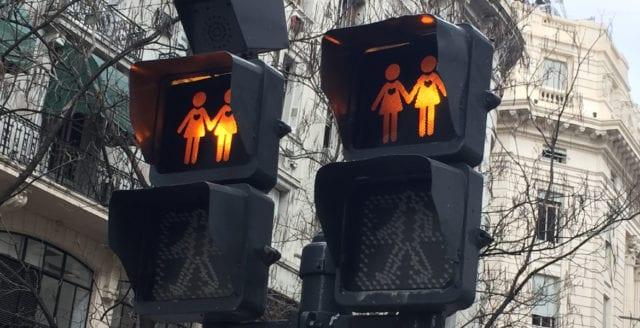 Stockholm spenderar skattepengar på samkönade trafikljus