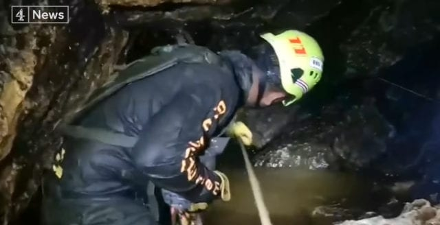 Flera pojkar räddade ur thailändska grottan