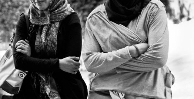 Muslimsk kvinna vägrade skaka hand med män – får 40 000 kronor i skadestånd