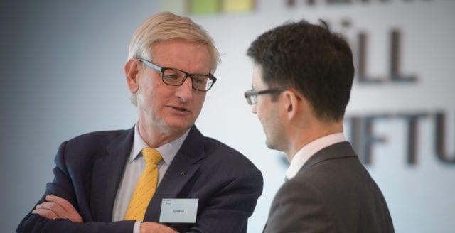 Sahlin och Bildt kan åtalas för Estoniahantering