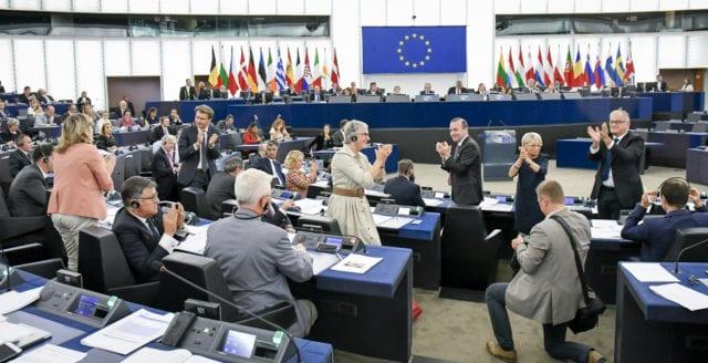 EU-parlamentet röstar för kontroversiella upphovsrättslagar
