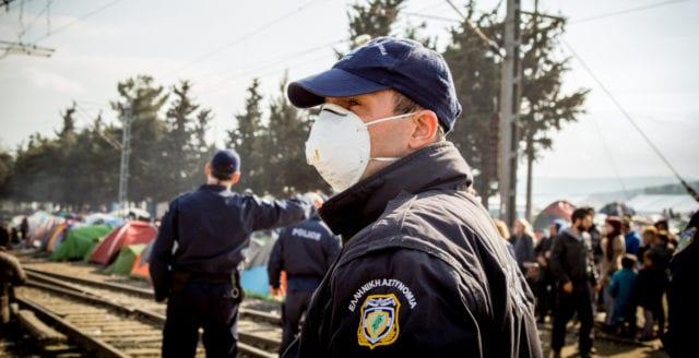 20 000 migranter hotar storma Kroatiens gräns
