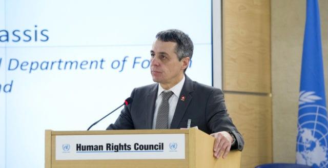 Schweiz utrikesminister skjuter upp beslut om FN:s migrationspakt