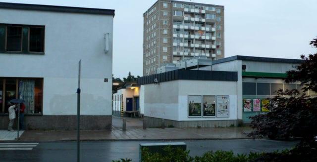Våldtäktsförsök i Kärrtorp – man försökte klippa upp flickas kläder med sax