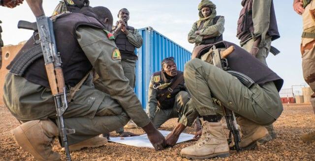 Beväpnade män dödade över 20 personer i Mali