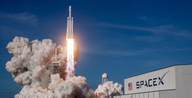 SpaceX säger upp var tionde anställd