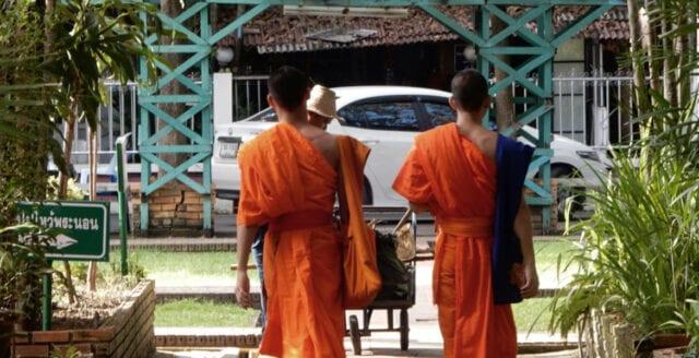 Thailändska buddistmunkar dödade i tempelattack