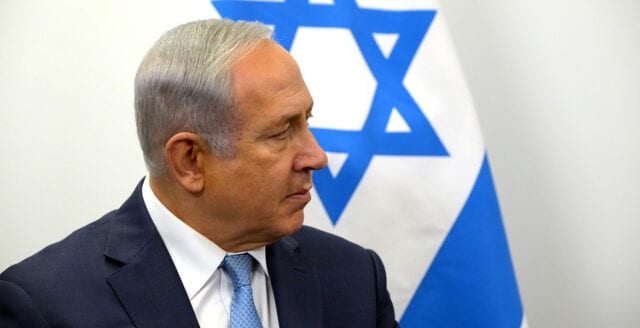 Klart: Netanyahu åtalas för mutbrott