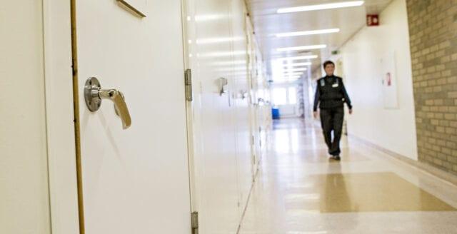 Akut platsbrist på häkten och anstalter