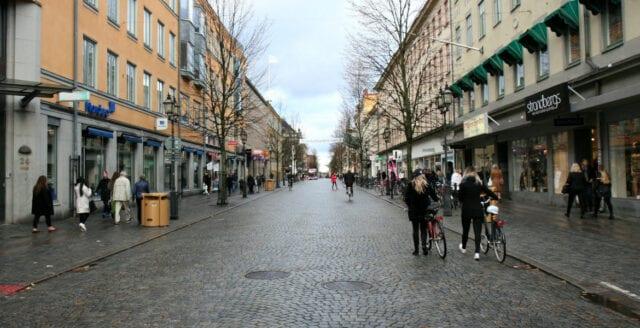Misshandel och knivrån i Örebro