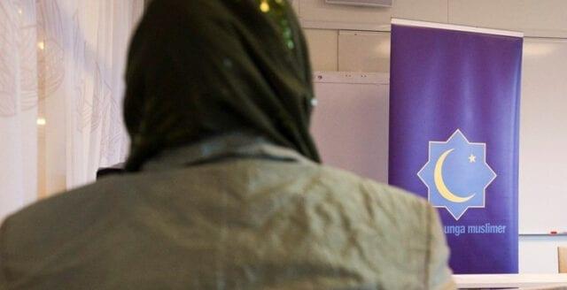 Sveriges unga muslimer tvingas betala tillbaka miljonbelopp