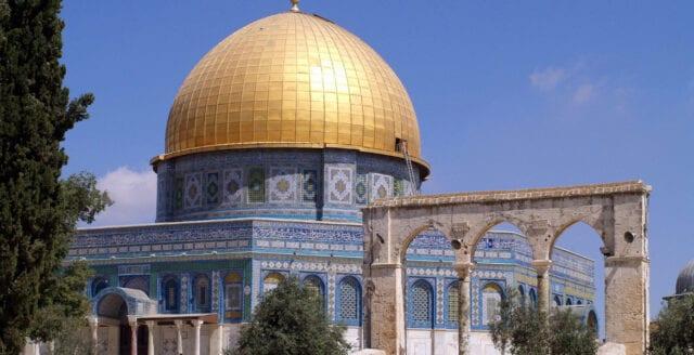 Brand i al-Aqsamoskén i Jerusalem – samtidigt som Notre-Dame stod i lågor