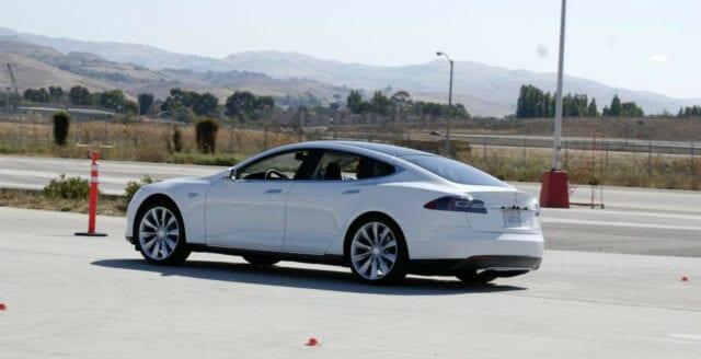 Kinesiska hackare fick Teslabil att köra i mötande körfält